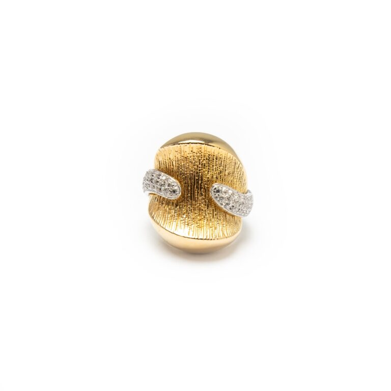 18KT YELLOW AND WHITE GOLD DESIGNED RING WITH ZIRCONES