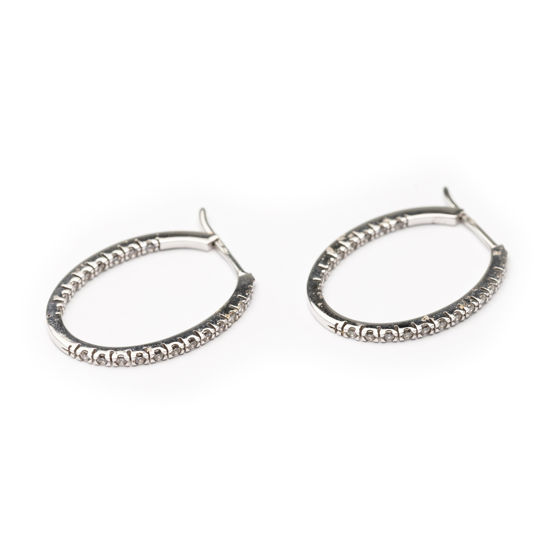 18kt Designed Hoop Earring.