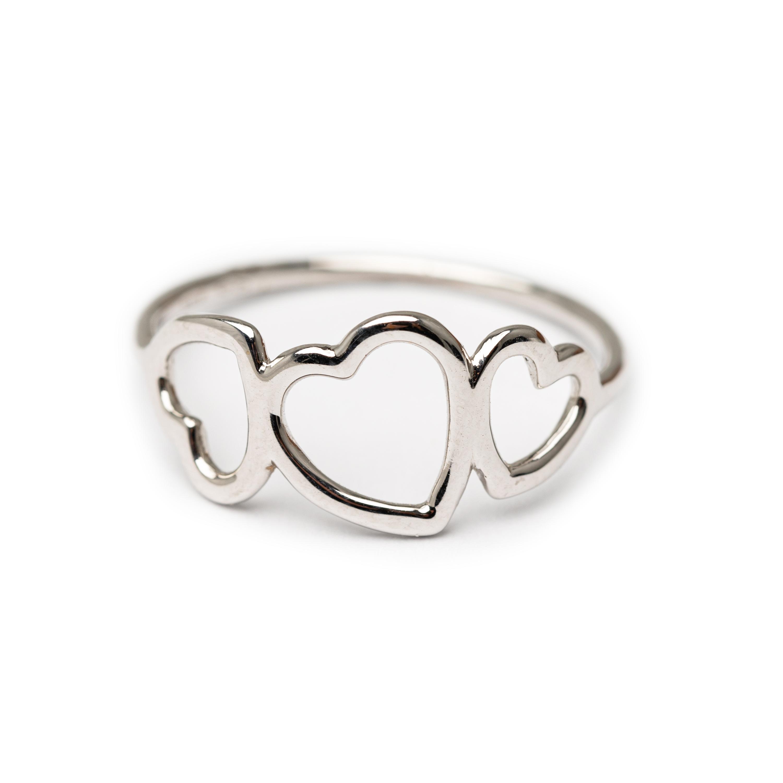 18kt White Gold Designed Heart Ring.