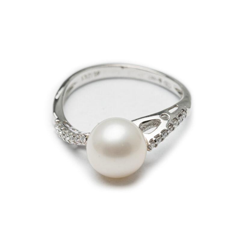 18kt White Gold Designed Fresh Water Pearl & Diamond Ring.