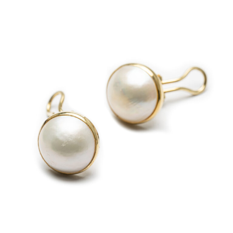 18kt Yellow Gold Designed Mabe' Pearl Earrings.
