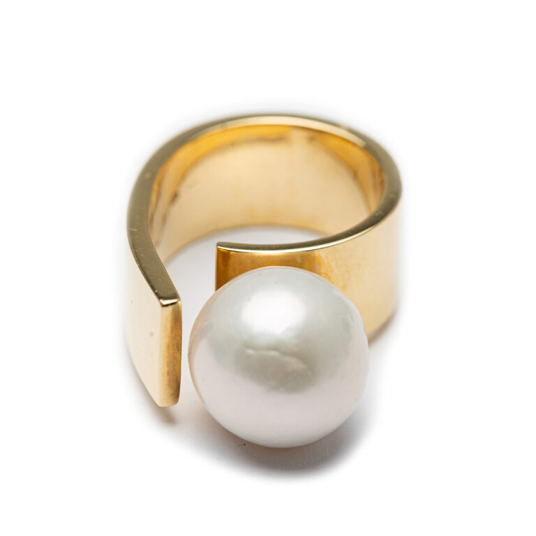 18kt Yellow Gold Chunky Fresh Water Pearl Ring.