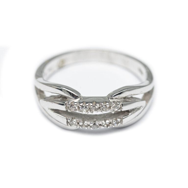 18kt White Gold Designed Ring.