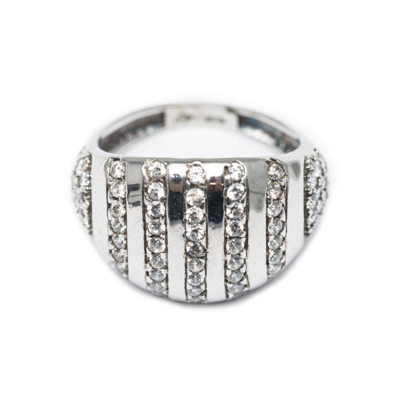 18kt White Gold Chunky Designed Ring.