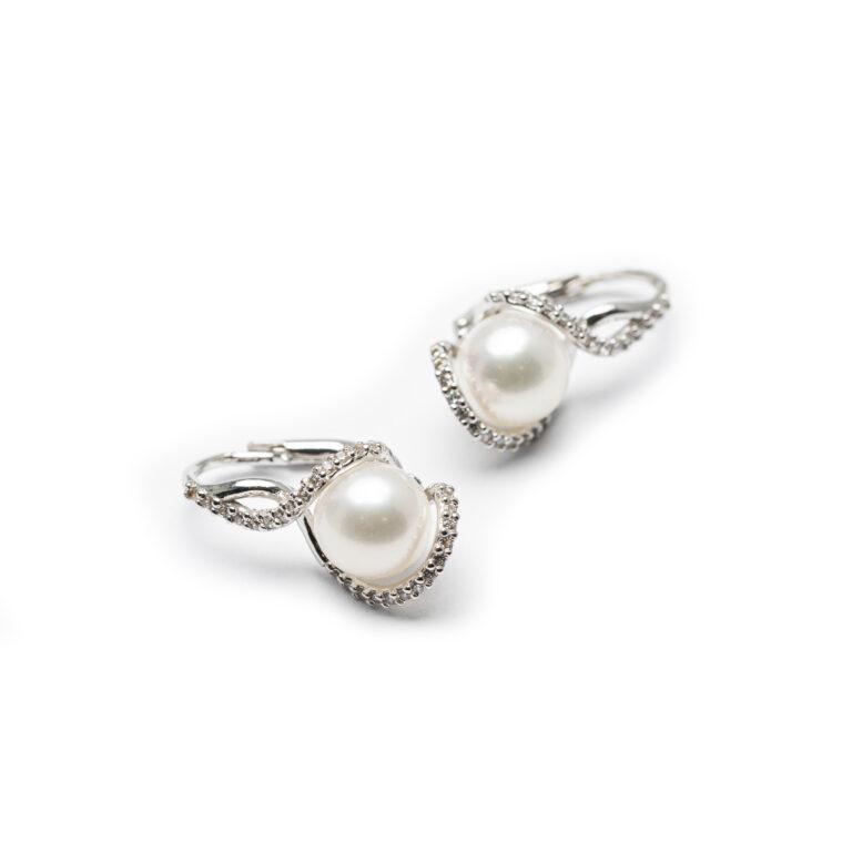 18kt White Golf Fresh Water Pearl Designed Earrings.