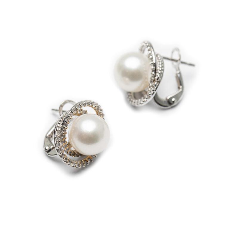 18kt White Gold Fresh Water Pearl Earrings.