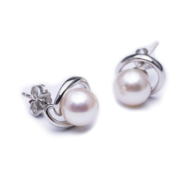 18kt White Fold Fresh Water Pearl Earrings.